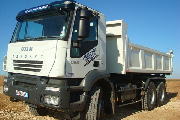 location-vehicule-poids-lourd-camion-6-4-polybenne-26T-