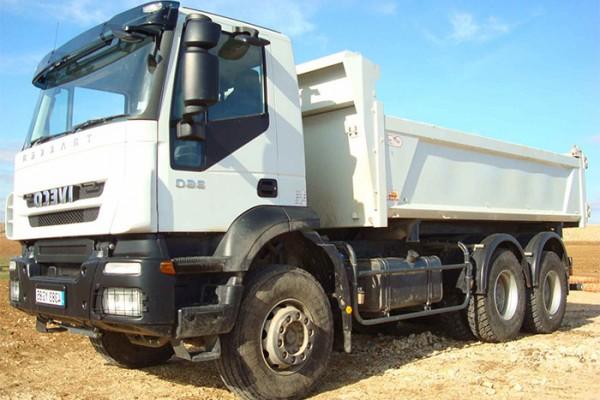 location-vehicule-poids-lourd-camion-6-4-bi-benne-26T - niort saintes la rochelle bordeaux fontenay le comte