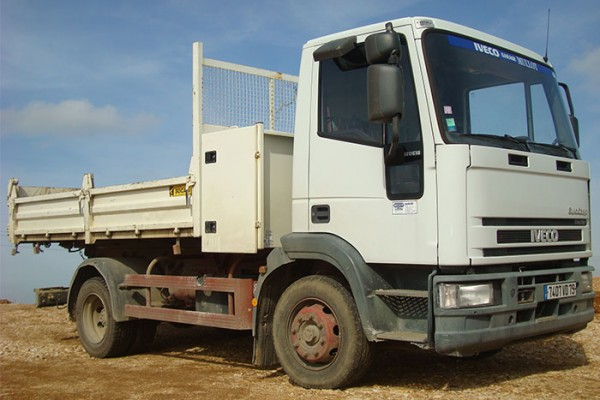 location-vehicule-poids-lourd-camion-benne-12T- niort saintes la rochelle bordeaux fontenay le comte